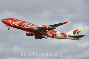 Malaysia_airlines_b747-400_specialcolours_arp