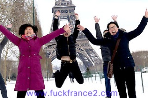 th-Chinese-Tourists-Paris-1